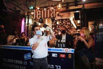Bar se convirtió en vacunatorio y regala bebidas a quienes se vacunan contra el Covid-19